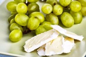 Making Brie Cheese Meets Beginner Wine
