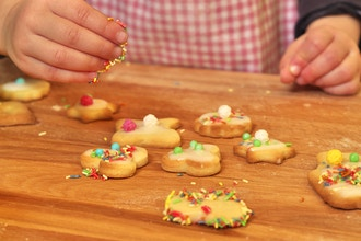 Teen Chefs: Gingerbread Cookie Decorating