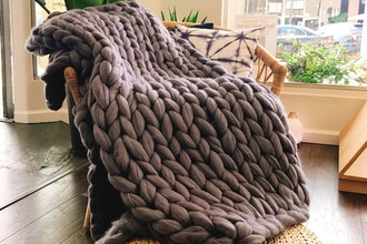 Learn to Arm Knit a Chunky Blanket