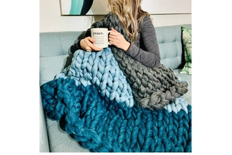 Innovation Lab: Mixed Colour Chunky Blanket (Ages 13+)