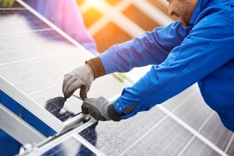 Be a Solar Panel Installer in Less Than a Month