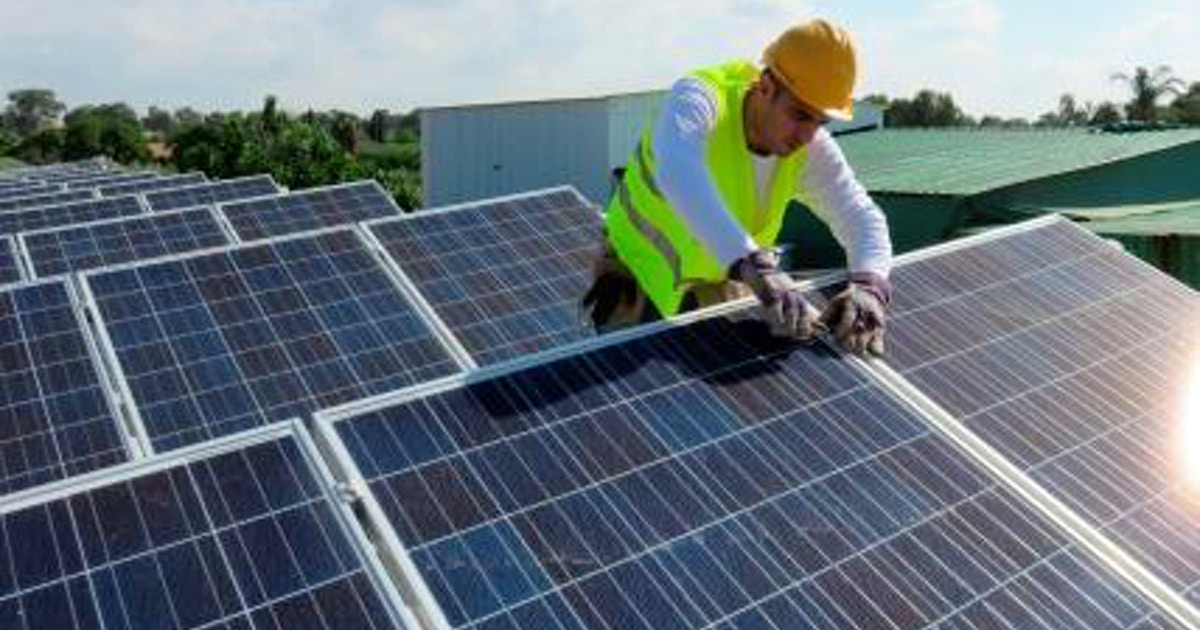 Become A Solar Installer In 5 Weeks Green Training Los Angeles Coursehorse East Los Angeles College