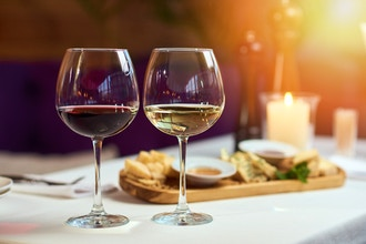 Cheese and Wine Pairing For the Holidays
